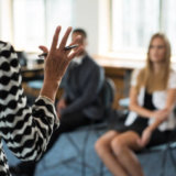 人前で話す練習「スピーチ会」の時間配分はスピーチの時間と「質問か意見」