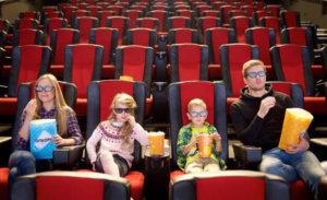 映画鑑賞が趣味って月に何本?どれくらい観る?おうち時間の趣味としてメリット大きい!