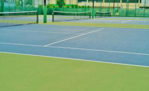 テニスも上達のために動画を見たり地道な練習が必要