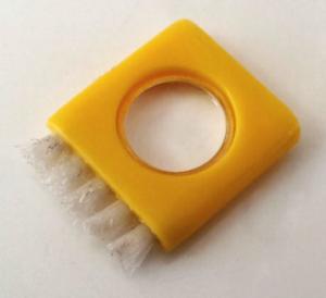 小さなお掃除ブラシ(拡大鏡付き)